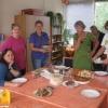 Klaarmaken_van_de_lunchtafel